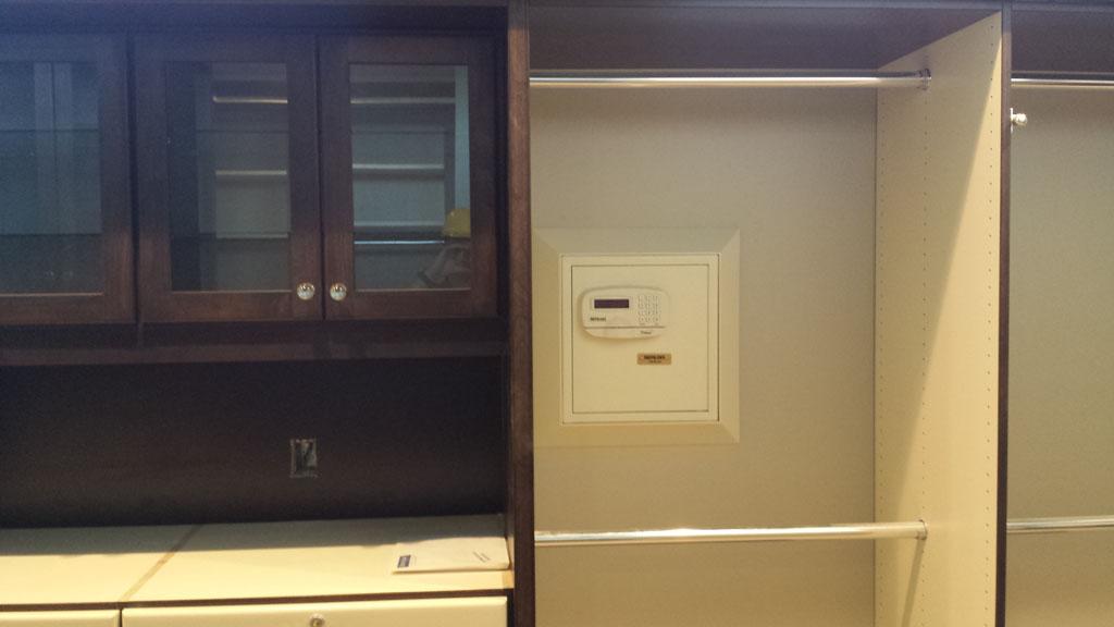 Bon DigitalSafe Platinum WallSafe HandGun HiddenCompartment. « U2039 1 Of 2 U203a »